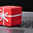 Red gift box on a laptop keyboard — Foto Stock