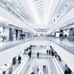 panoramik manzaralı modern bir alışveriş merkezi — Stok fotoğraf