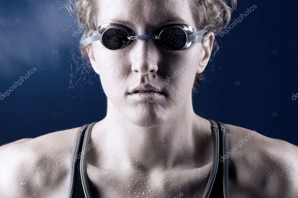Portrait of a looking at camera strong muscular woman swimmer, blue toned on blue background — Stock Photo #4900389