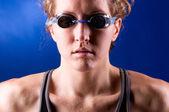 Muscular woman swimmer — Stock Photo