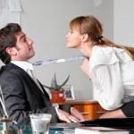 flirtu w pracy — Zdjęcie stockowe