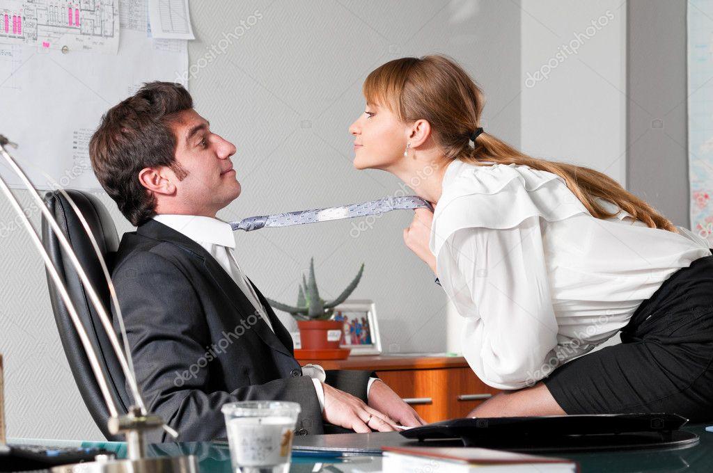 22 Шеф парит свою секретаршу