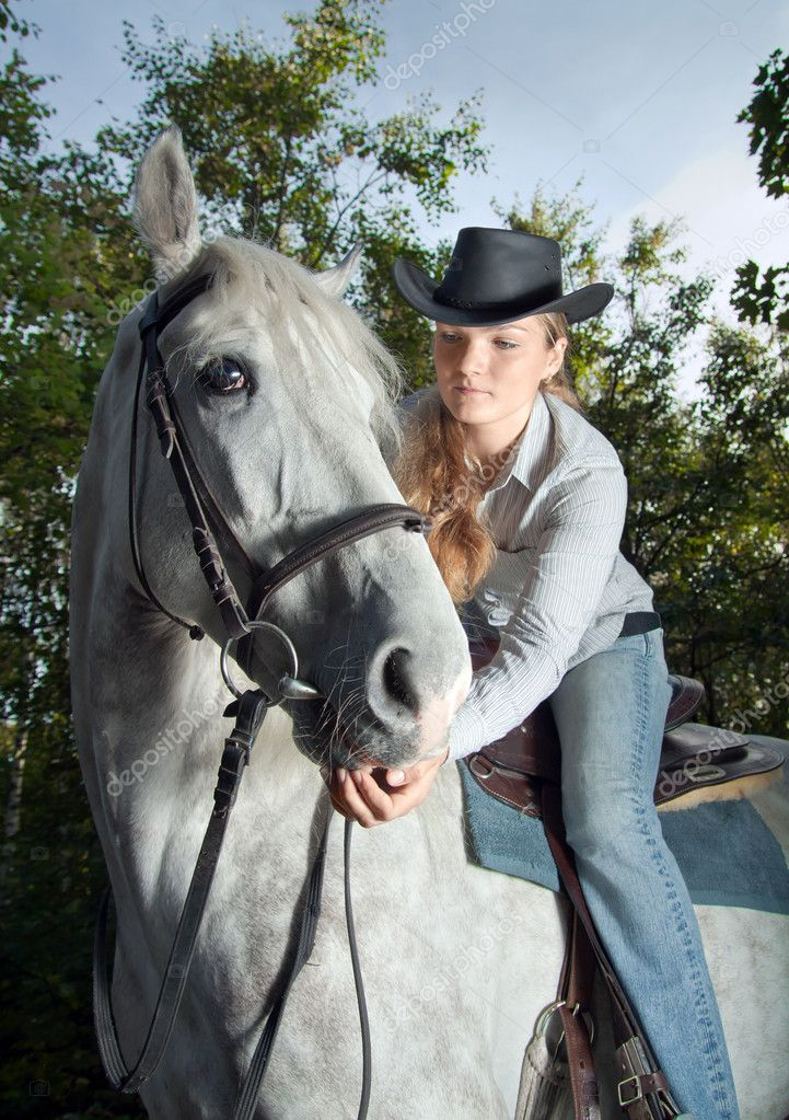 Young Lady in hat riding a horse — Stock Photo #4090720