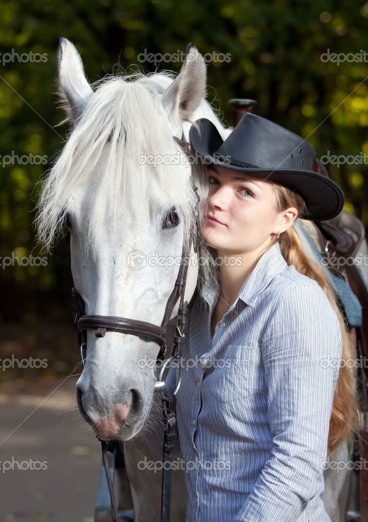 Young Lady in hat hugging her horse — Stock Photo #4177291