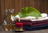 Convolute towels and candle — Stock Photo