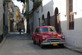 Picture of a old american car in Havana, Cuba — Photo