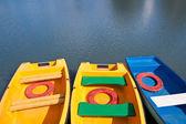 Mavi ve sarı tekne — Stok fotoğraf