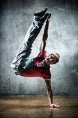Genç adam break dance — Stok fotoğraf