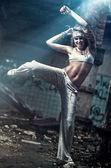 Young woman dancing — Stock Photo