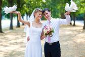 若い結婚式のカップル — ストック写真