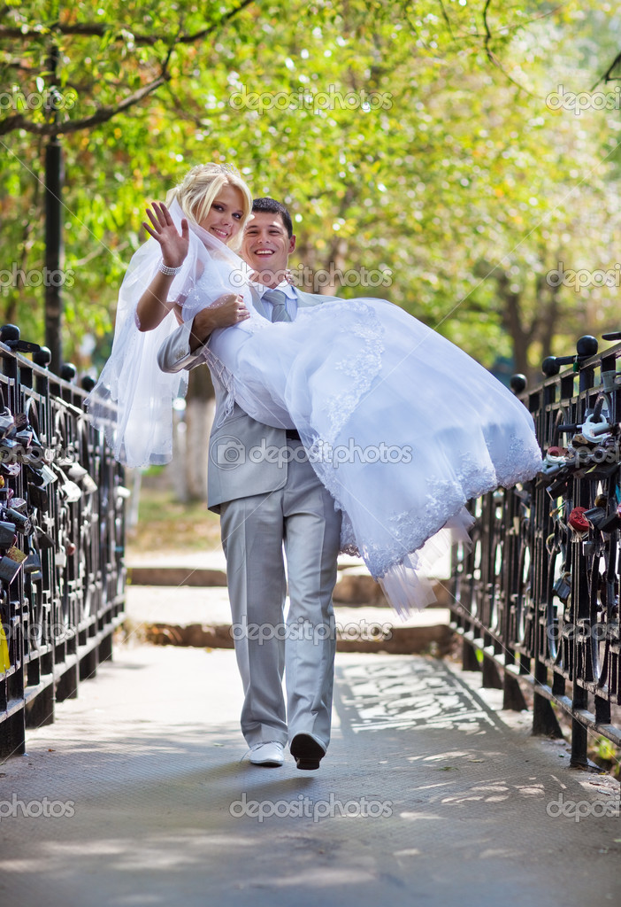 Young wedding couple walking on bridge. — Stock Photo #4698108