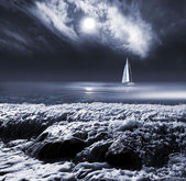 Moon in clouds sky above the sea with yacht — Stock Photo