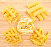 Different kinds of italian pasta — Stock Photo