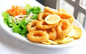 Deep batter fried squid rings calamari with green salad — Stock Photo