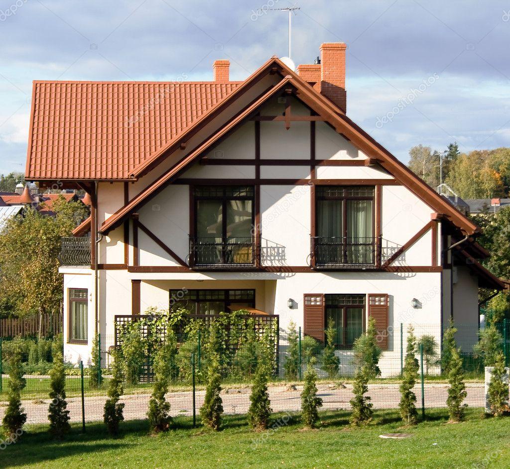 Belle architecture maison moderne — Photographie ursula1964 © #4190696