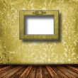 Old grunge room with wooden picture frames in Victorian style — Foto de Stock