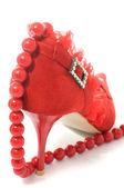 Perline e sexy scarpe donna rossa — Foto Stock