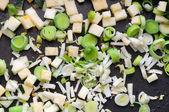 Alho-porro, aipo-rábano e abobrinha na frigideira — Foto Stock
