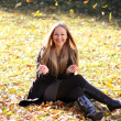 Beautiful young woman in autumn park — Stock Photo