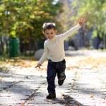 Little boy runs in a summer park — Stock Photo