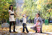 Family in autumn park — Stock fotografie