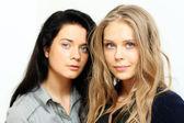Mulheres do casal - loiras contra a morena — Foto Stock