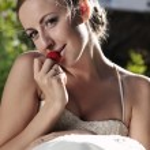 Beautiful caucasian bride outdoor — Stock Photo