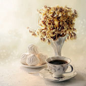 Light breakfast with black tea and zephyr — Stock Photo