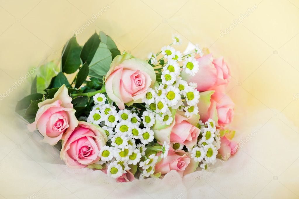 Bouquet of blossom pink roses and chrysanths — Stock Photo #5247907
