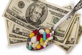 Colher cheia de comprimidos — Foto Stock