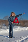 Woman with a warning triangle in sunny winter day above broken car — Stock Photo