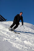 Man in business sute on ski — Stockfoto