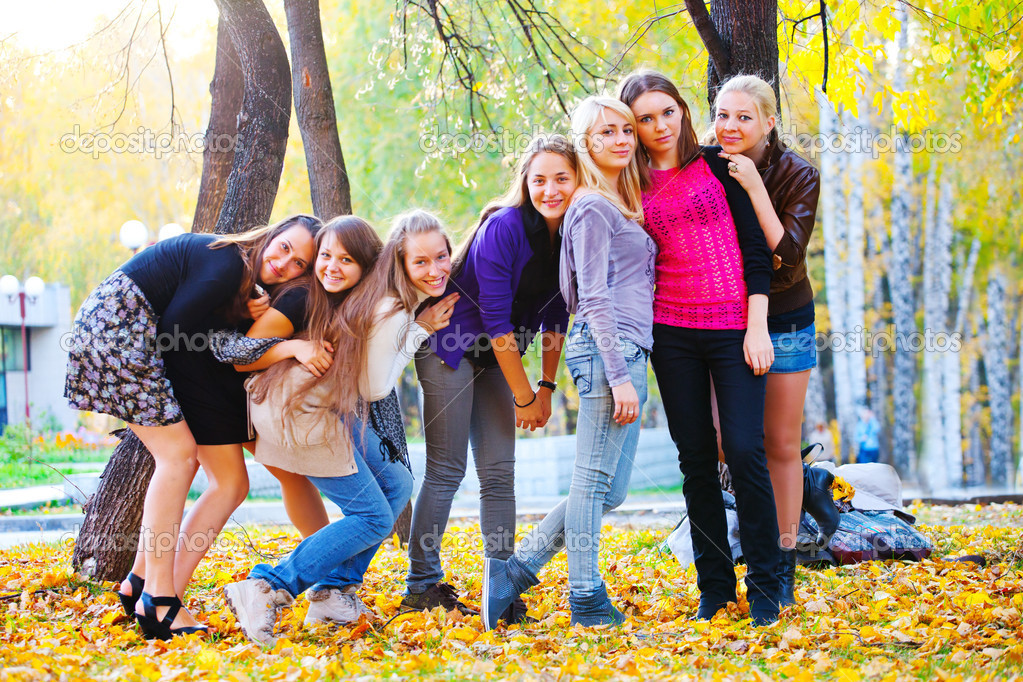 Many young girls in the park. View from top. — Stock Photo #4055064