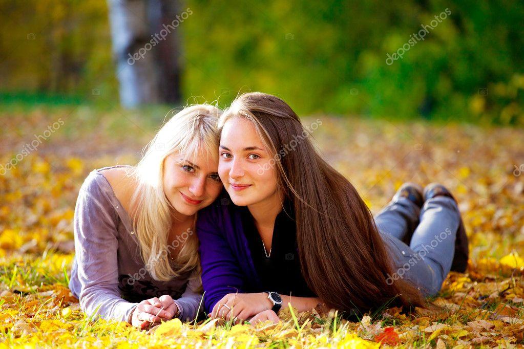 Идеи фото с подругой осенью