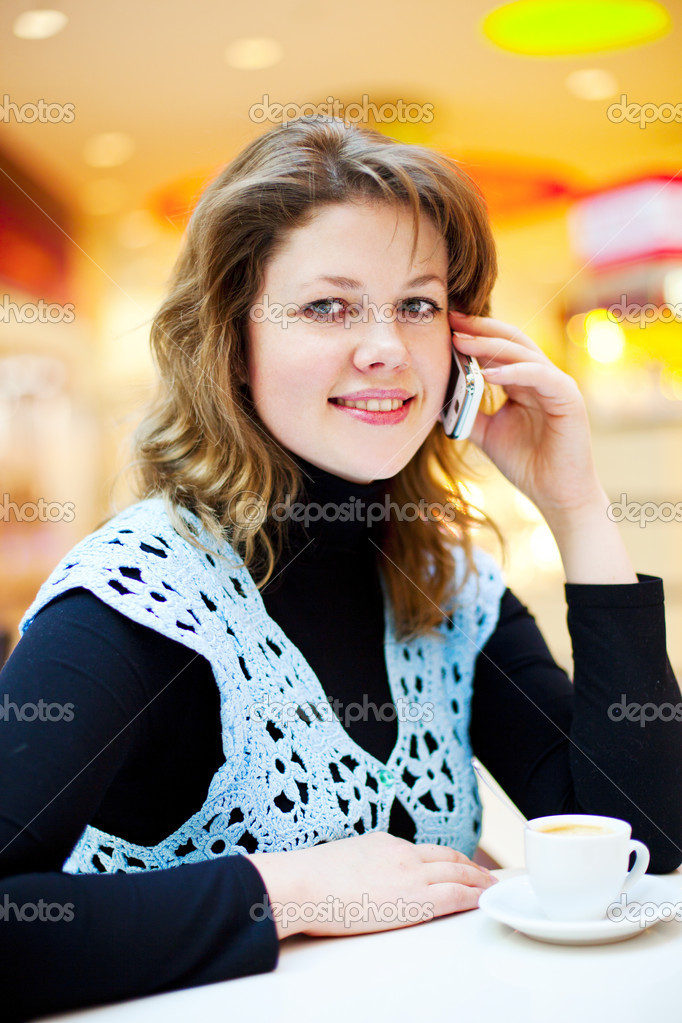 Pretty woman in the cafe with a cellphone — Stock Photo #4907059