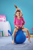 Jymnastic ボールの子供 — ストック写真