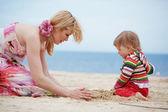 çocuk ile anne — Stok fotoğraf