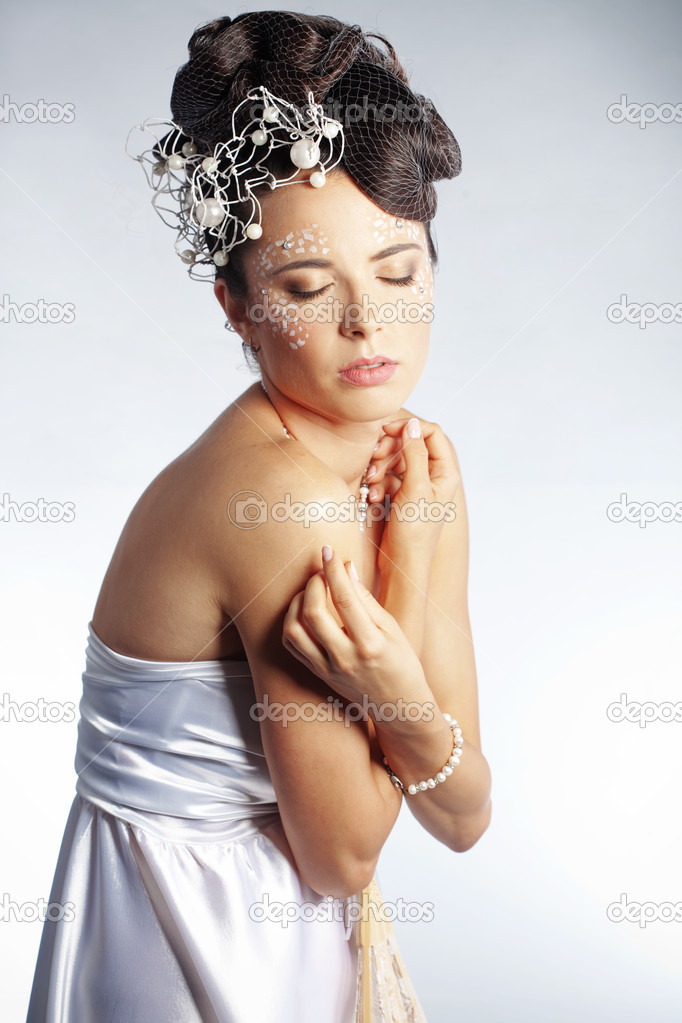 Studio portrait of beautiful stylish bride — Stock Photo #4068371