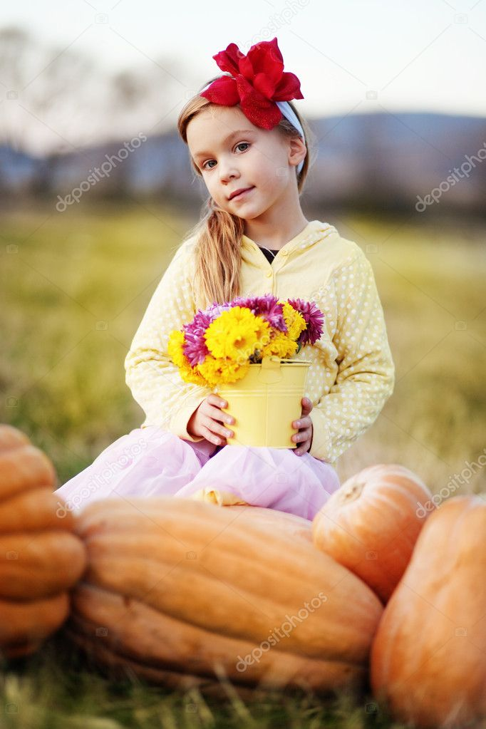 Cute adorable little girl holding bunch of flowers — Stock Photo #4291989