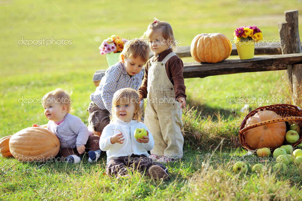 Cute kids having fun at countryside — Stock Photo #4292038