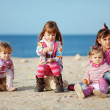 Kids playing at the beach — Stockfoto