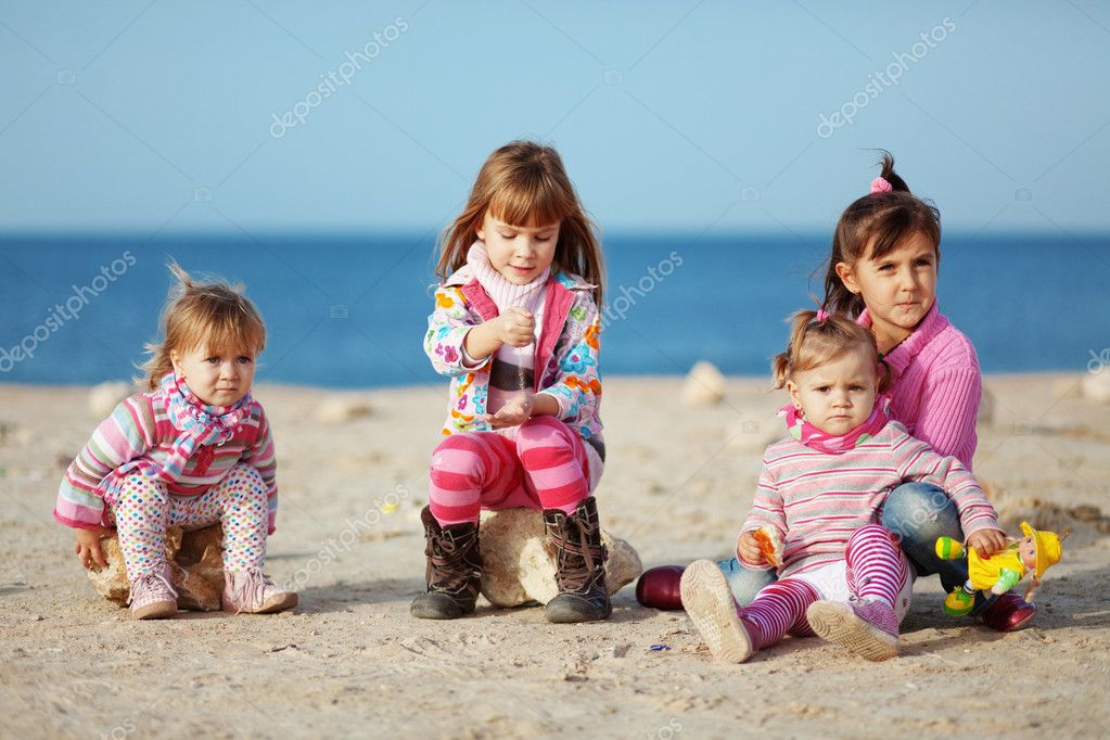 Kids playing with sand at the beach — Stock Photo #4622354