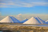 Salt mountains with blue sky at Bonaire, Caribbean — Stock Photo