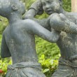 Fighting girls sculpture — Stock Photo