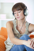 Woman with earphones hearing music — Stock Photo