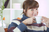 Woman at home drinking tea — Stock Photo
