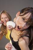 Vrouwen vechten — Stockfoto