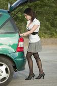 Woman by car — Stockfoto