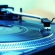 Turntable playing vinyl record — Stock Photo #3934908