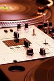 Controlador de mistura e toca-discos — Fotografia Stock